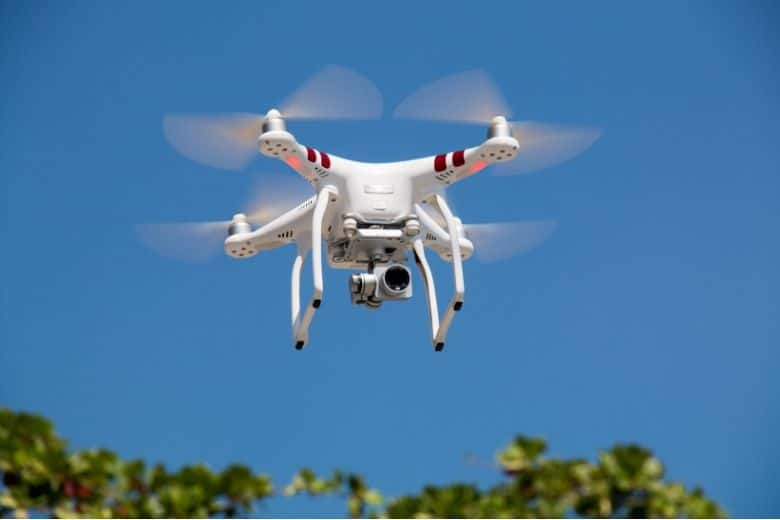 how do drones fly - phantom 3 flying overhead